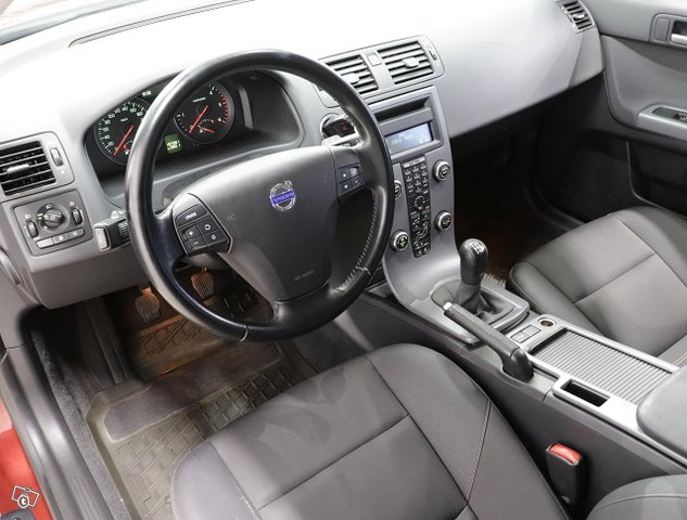 Volvo V50 9
