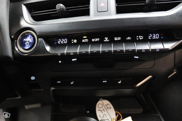 Lexus UX 13