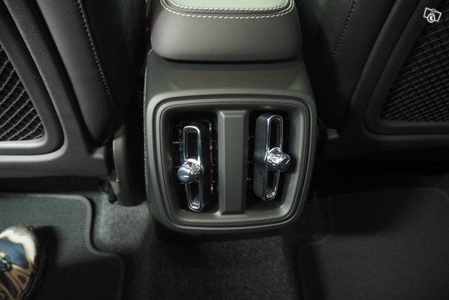 Volvo XC40 22