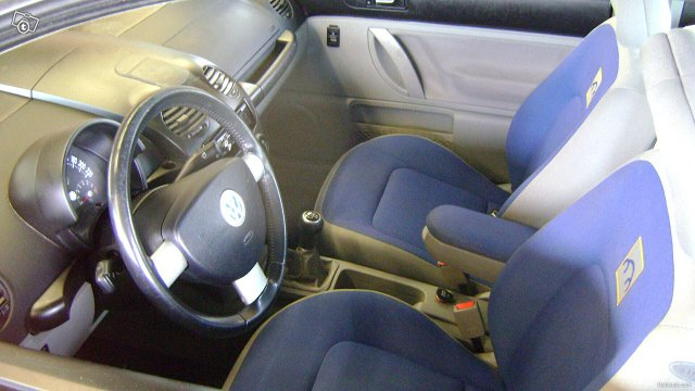 Volkswagen New Beetle 6