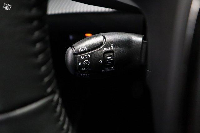Peugeot 208 18