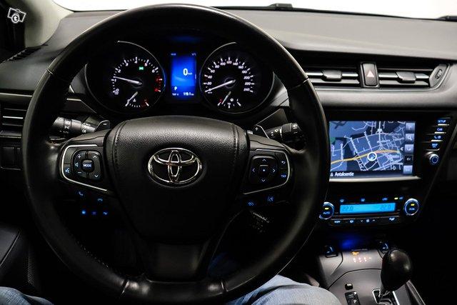 Toyota Avensis 16