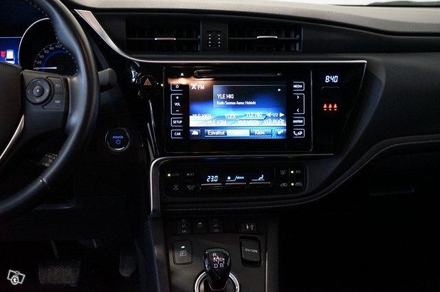 Toyota Auris 18