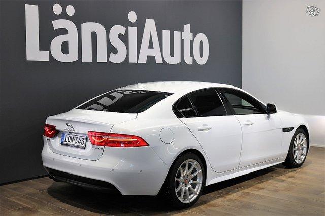 Jaguar XE 4