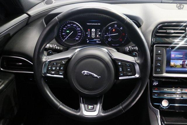 Jaguar XE 6