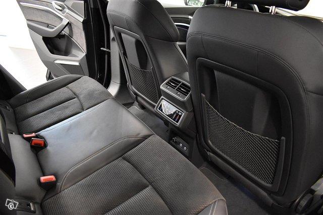 Audi E-tron 9