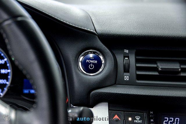 Lexus CT 19