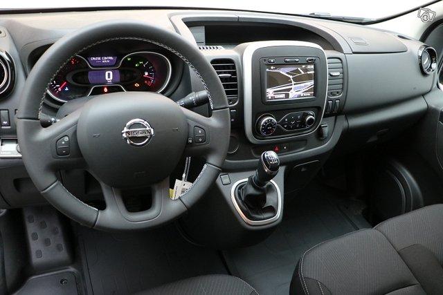 Nissan NV300 10