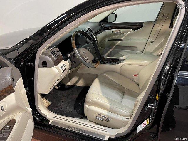 Lexus LS 8