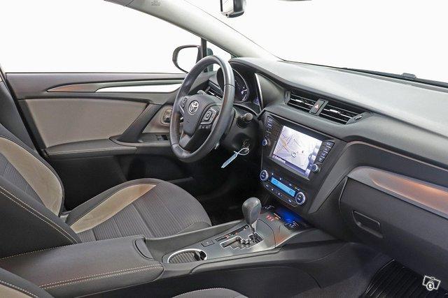 Toyota Avensis 9