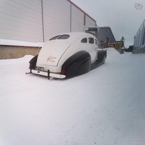 Ford Custom 8