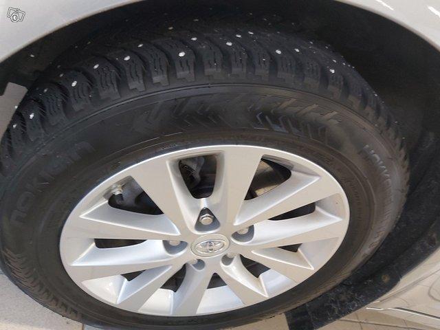 Toyota Avensis 13