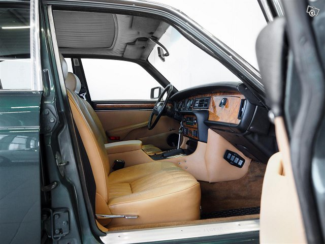 Jaguar XJ6 8