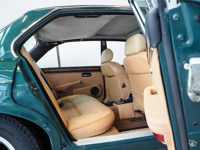 Jaguar XJ6 9