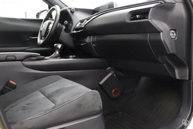 Lexus UX 8