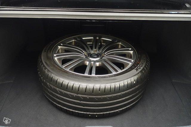 Lexus ES 9
