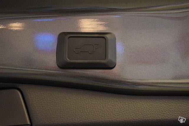 Toyota RAV4 Plug-in 12