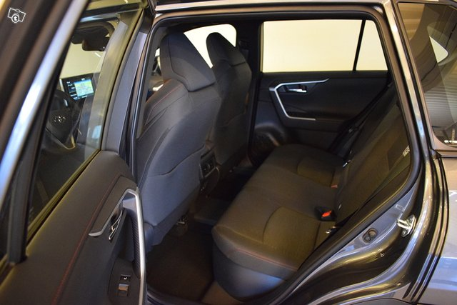 Toyota RAV4 Plug-in 17