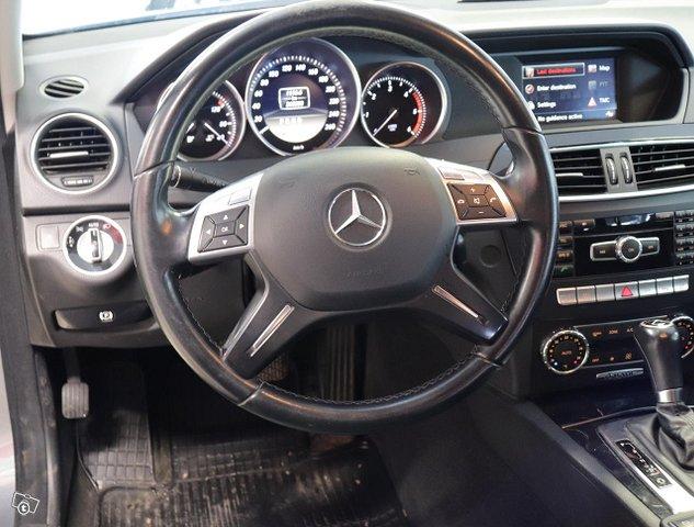 Mercedes-Benz C 8