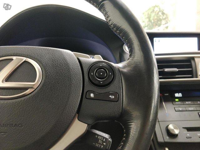 Lexus IS 24