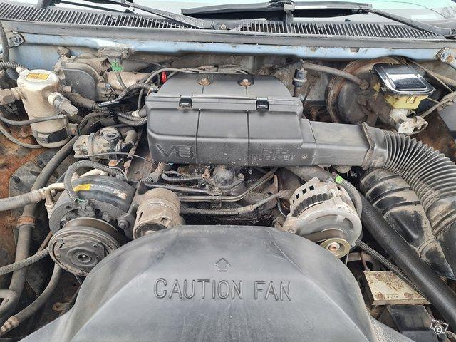 Oldsmobile Custom Cruiser 11