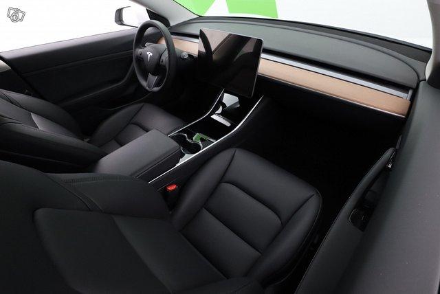 Tesla Model 3 9