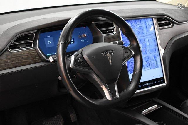 Tesla Model X 12