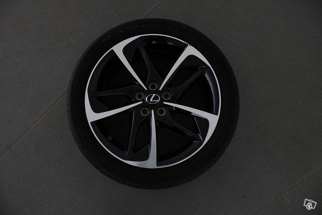 Lexus CT 18