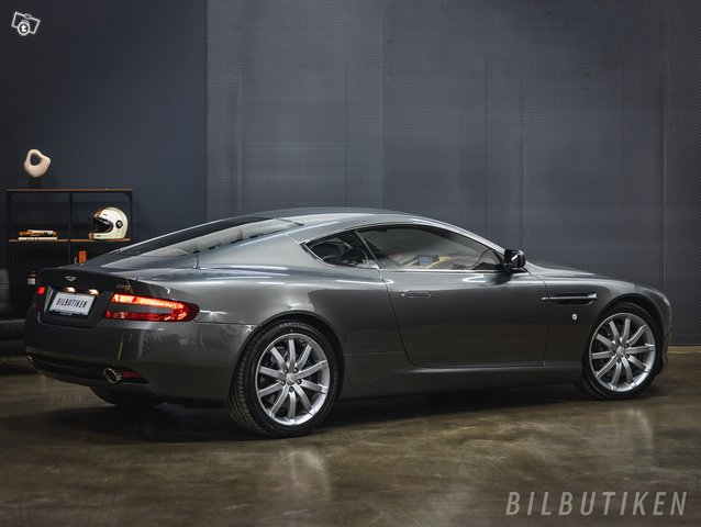 Aston Martin DB9 3