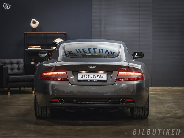 Aston Martin DB9 5