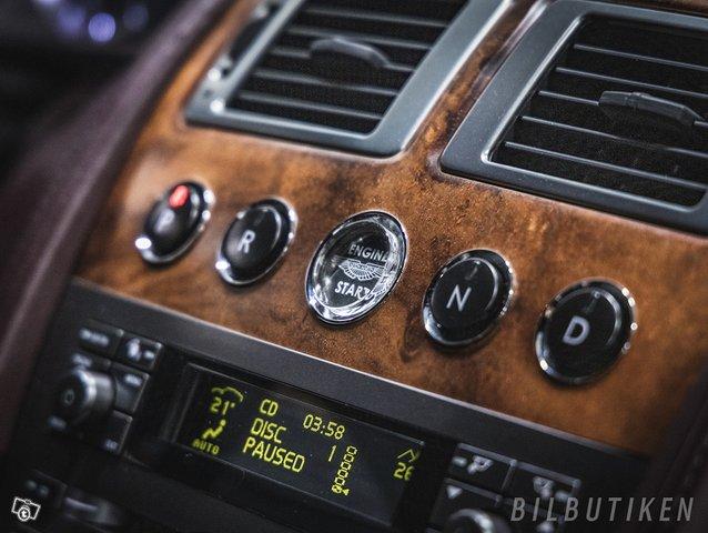Aston Martin DB9 8
