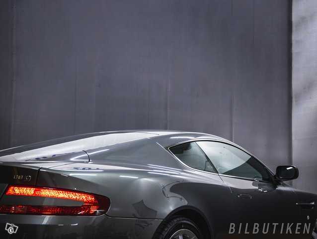 Aston Martin DB9 11