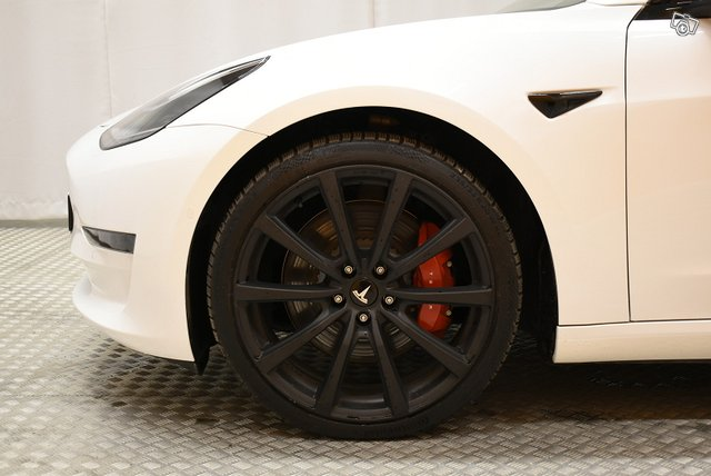 Tesla Model 3 7