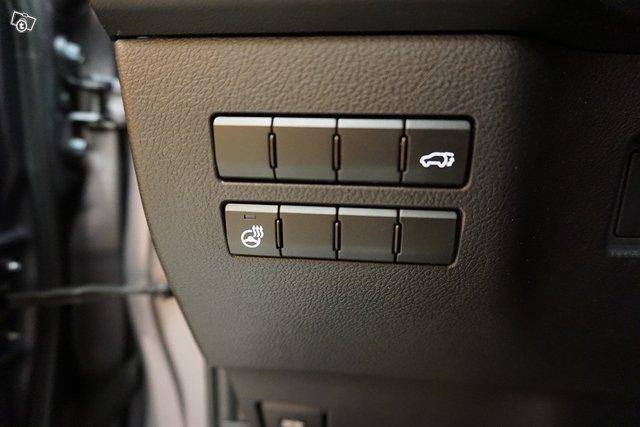 Lexus NX 20