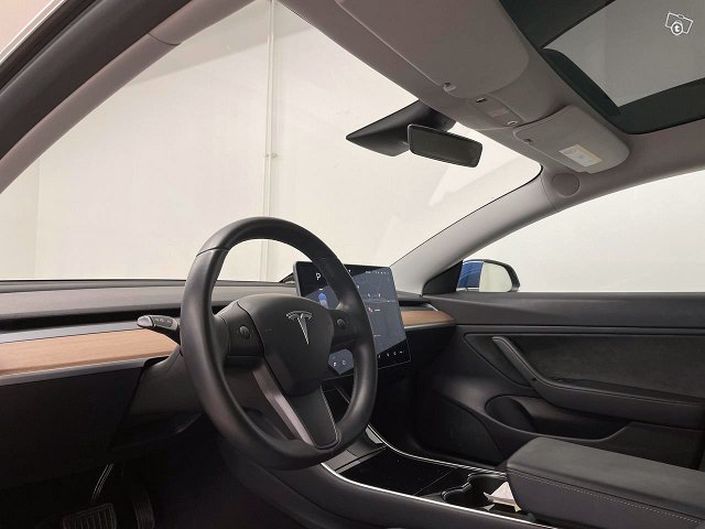 Tesla Model 3 24