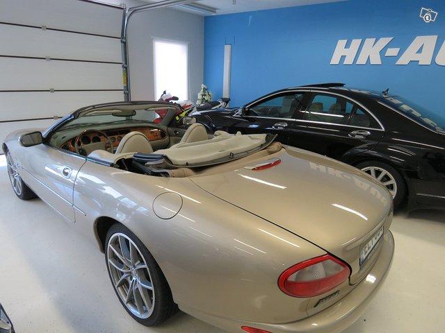 Jaguar XK8 10