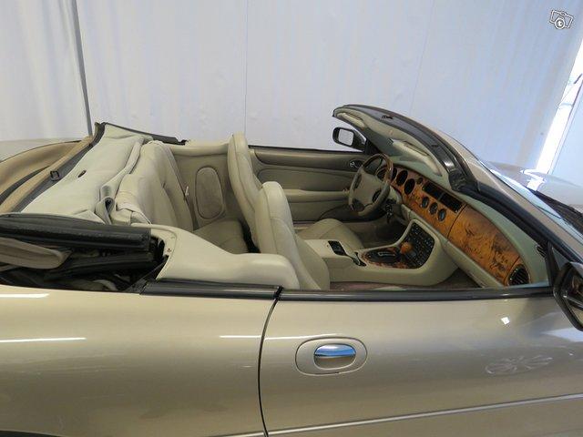 Jaguar XK8 12