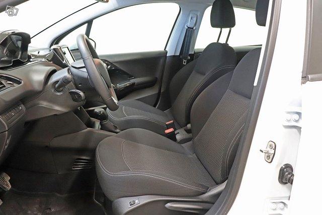 Peugeot 208 11