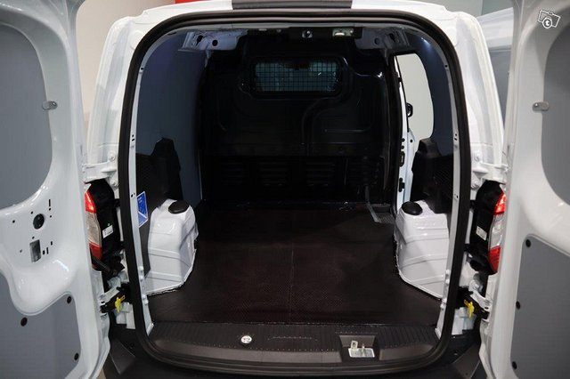Ford Transit Courier 8
