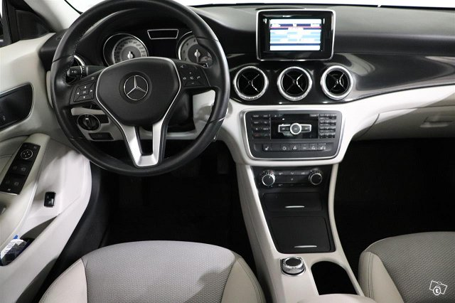 Mercedes-Benz CLA 10