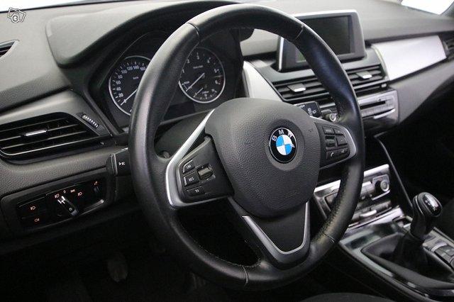 BMW 216 4