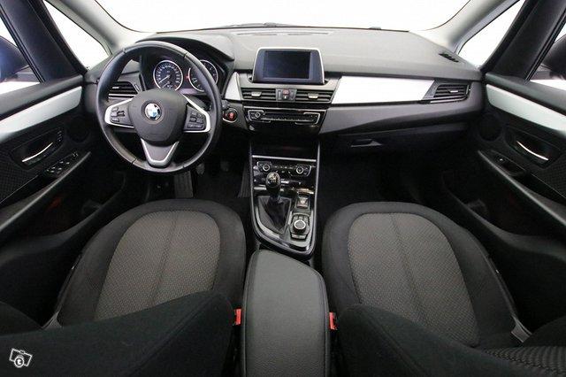 BMW 216 8