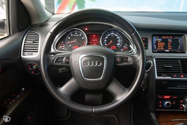 Audi Q7 10