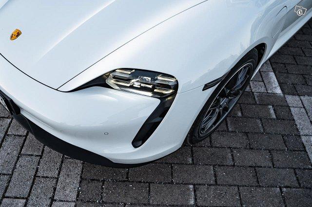 Porsche Taycan 21