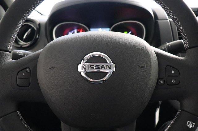 Nissan NV300 18