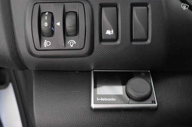 Nissan NV300 19
