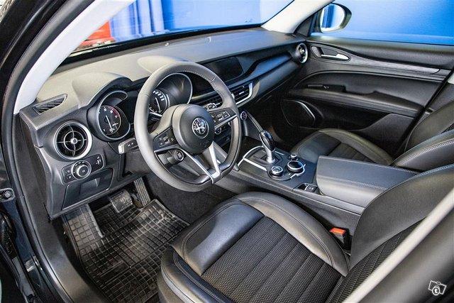 Alfa Romeo Stelvio 6