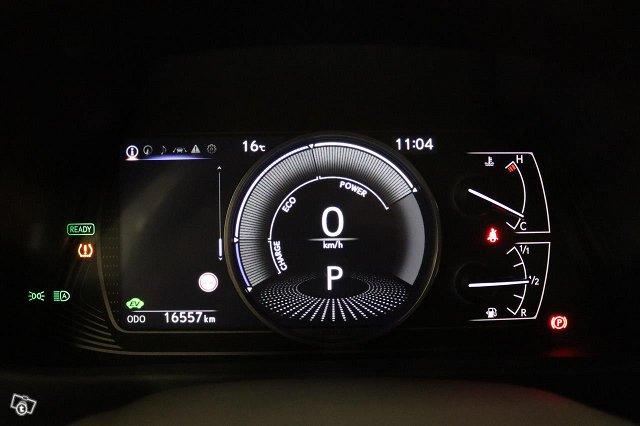 Lexus UX 12