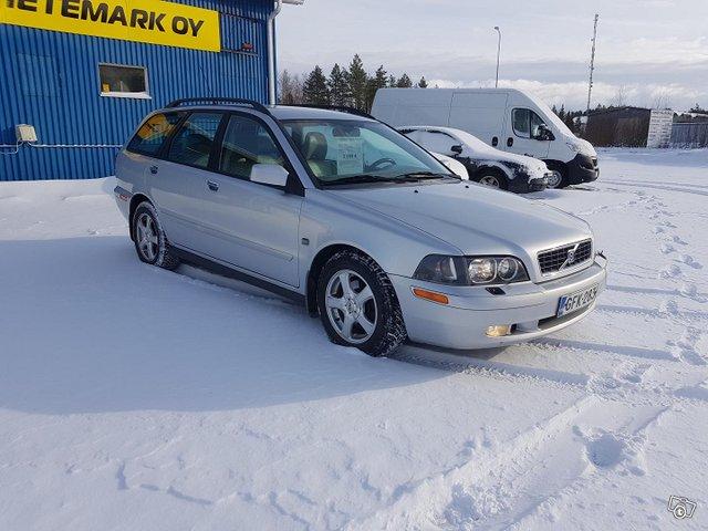 Volvo V40 4