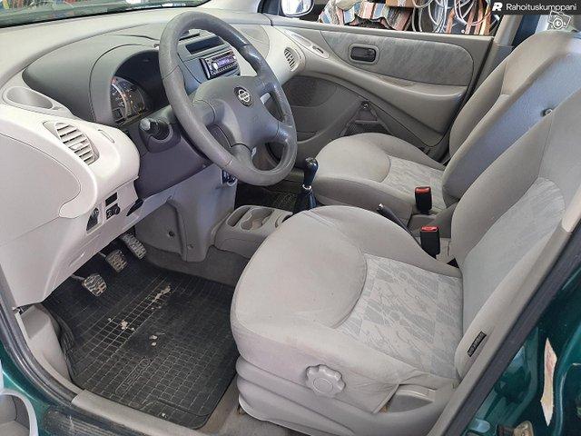 Nissan Almera Tino 6